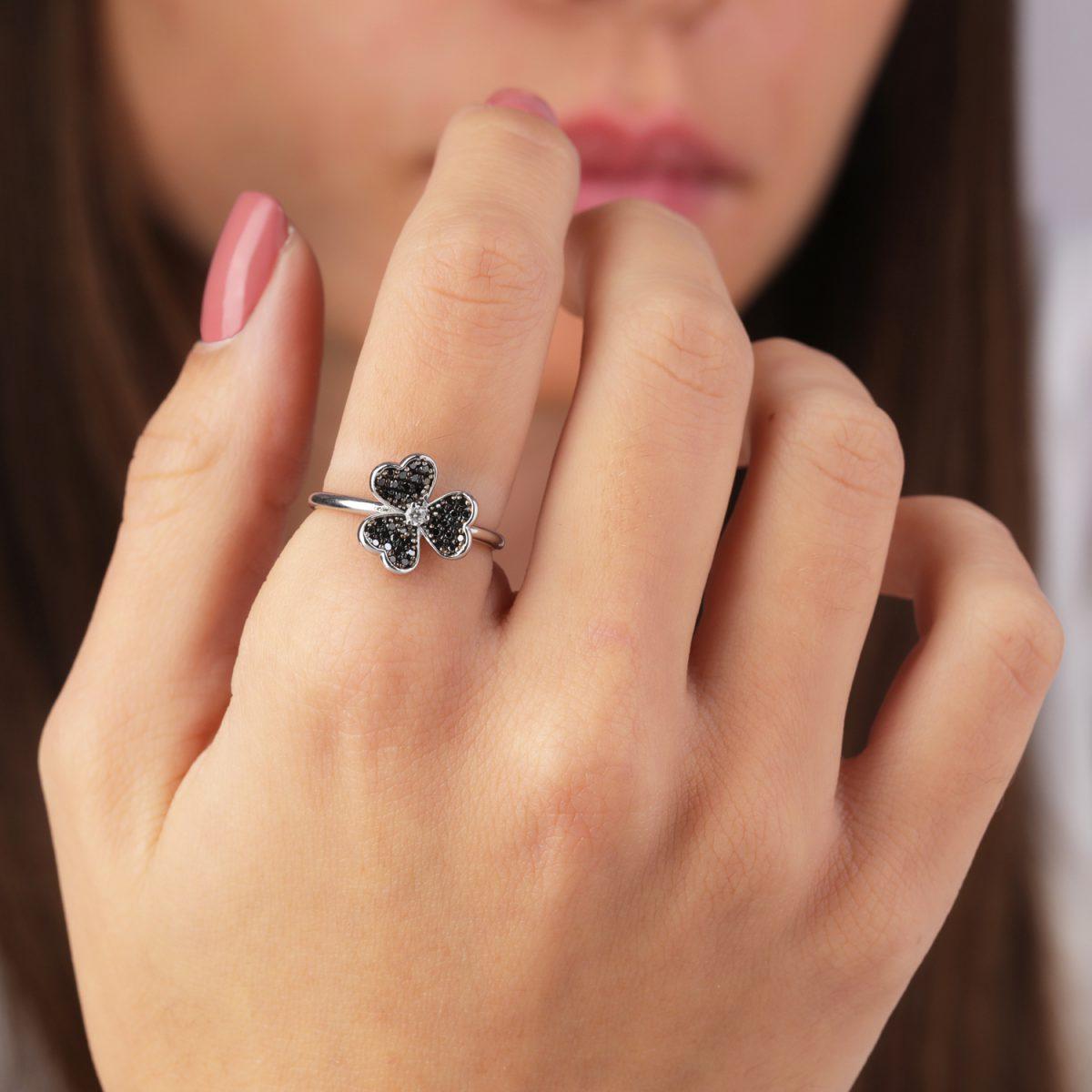 טבעת יהלומים שחורים - פרח